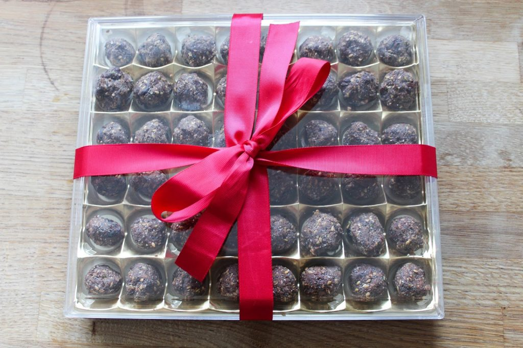 Healthy chocolates for valentines day - roseyhome - energy balls, healthy, clean eating, chocolates, valentines day gift