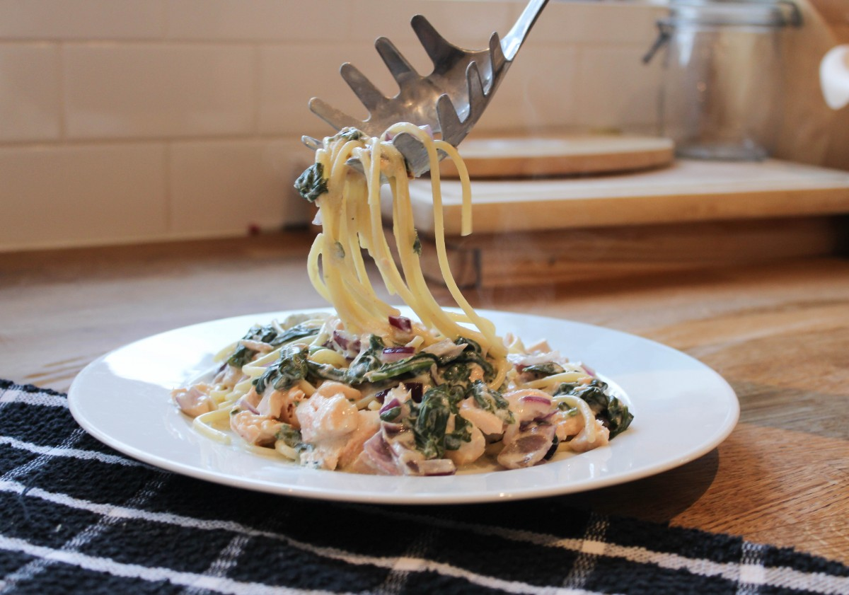 Salmon and Spinach Alfredo - Roseyhome - Recipe, meal inspiration, meals, family meals, clean meals, healthy meals