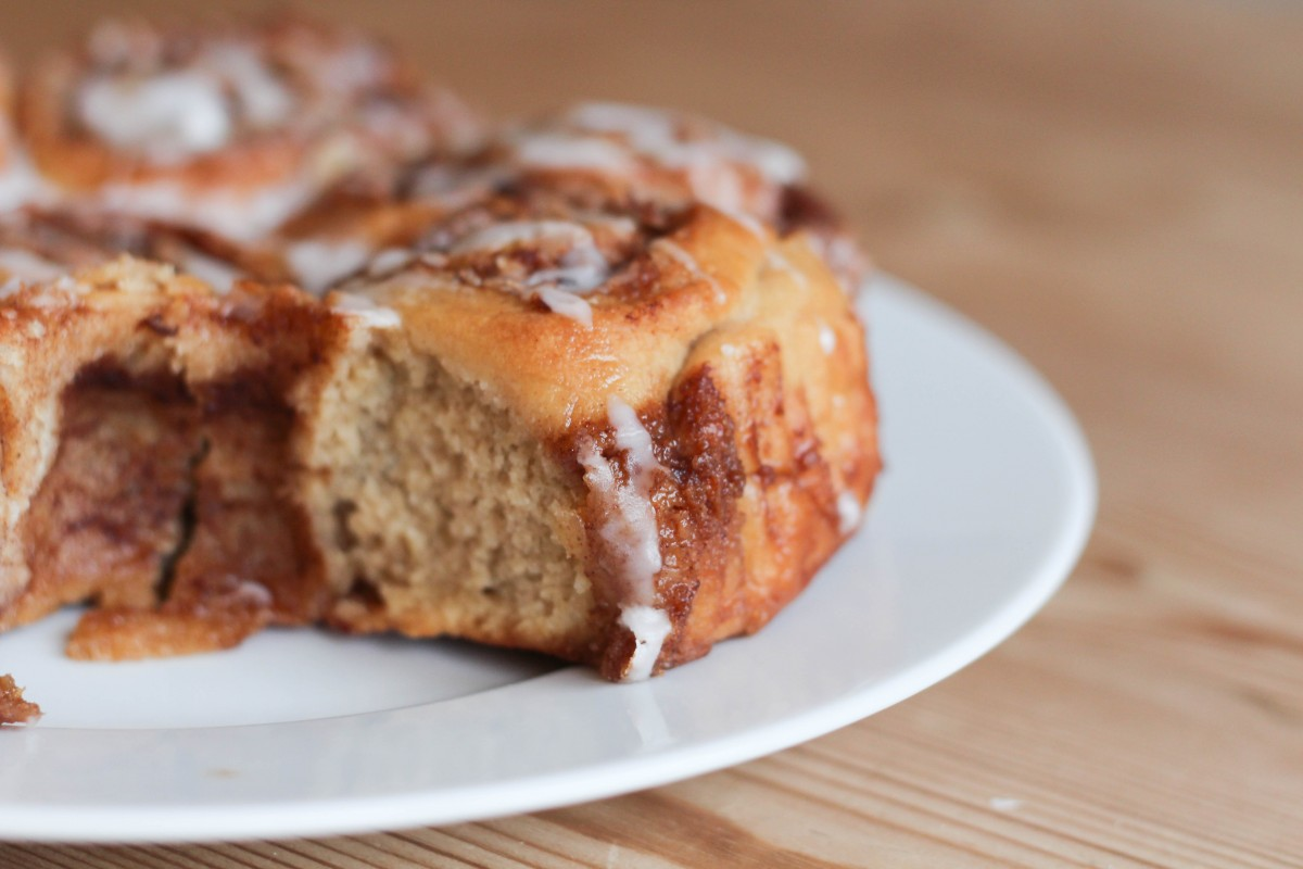 Tasty cinnamon bun recipe - Roseyhome - breakfast, treat, iced bun, cinnamon bun, cake, baking, treat