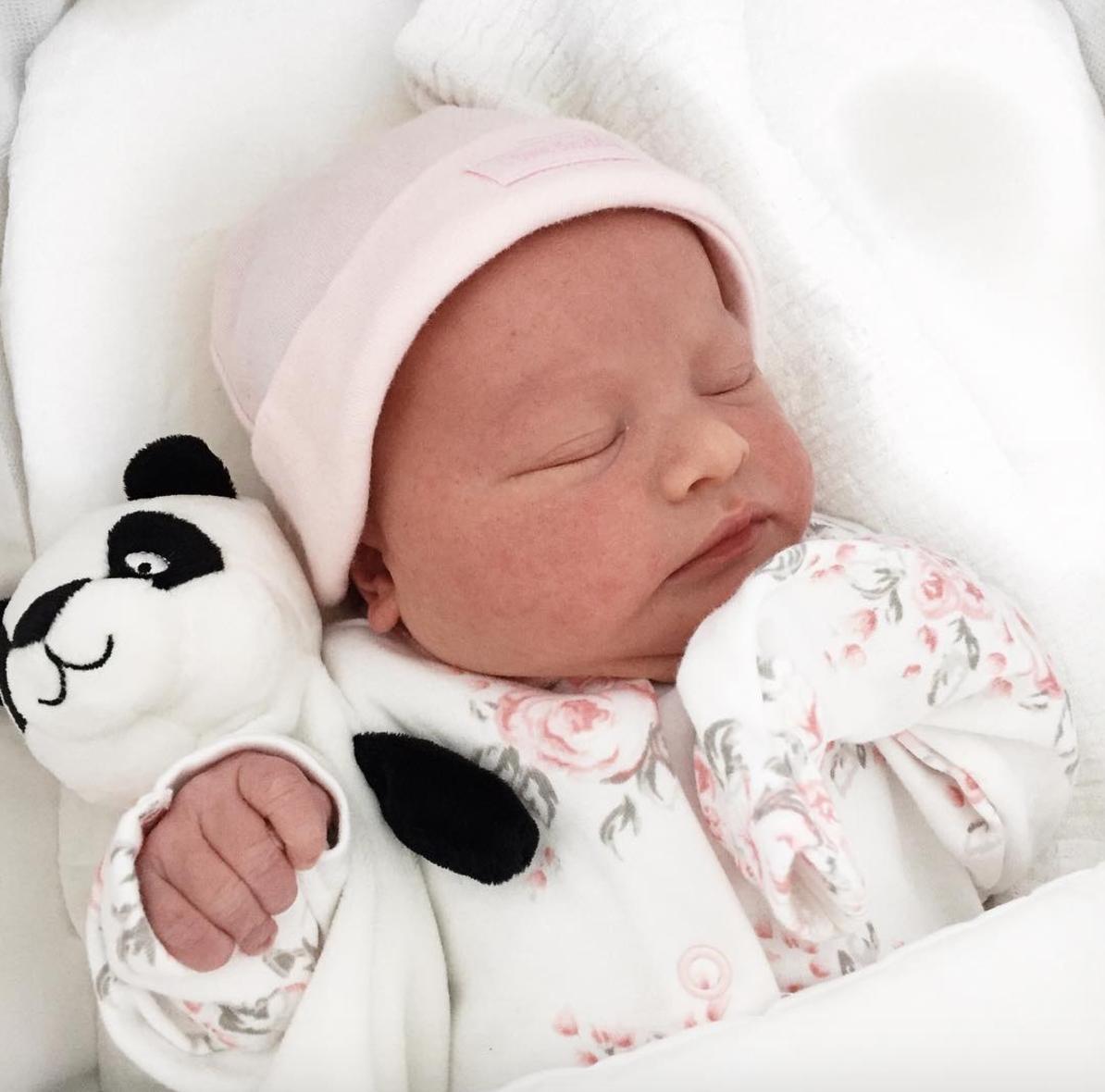 Maeve's 1 month baby update - Roseyhome - baby update, postpartum update, baby, newborn, 1 month update, one month update