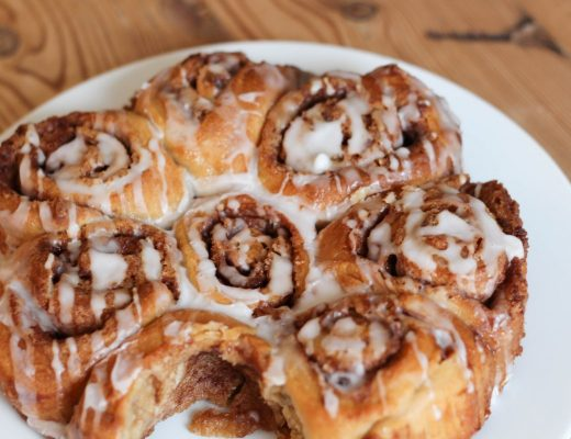 Tasty cinnamon bun recipe - Roseyhome - breakfast, treat, iced bun, cinnamon bun, cake, baking, treat