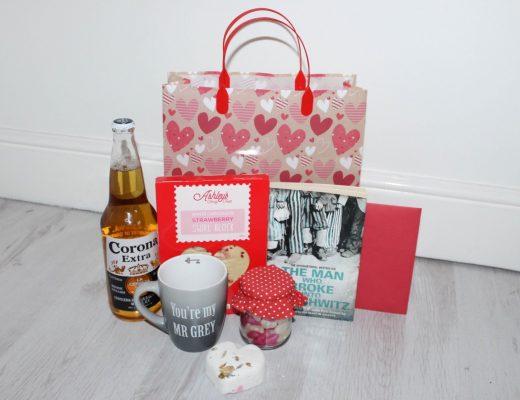 Valentines Day Gift Ideas for men - Roseyhome - valentines day, gift bag, gift, treats, valentines, valentines for men, valentines day gift, valentines day gift basket, husband, boyfriend