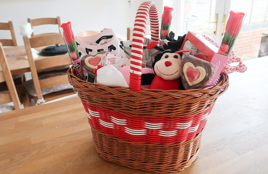 Valentines Gift Basket for Kids - Roseyhome - gift basket, valentines gift ideas, gift ideas for kids, valentines gifts